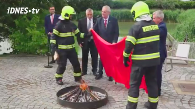 Czech president burns giant pants at bizarre press event