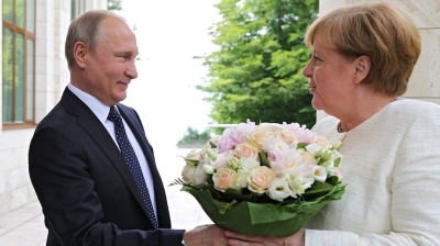 Putin and Merkel attempt to paper over fissures at Sochi talks