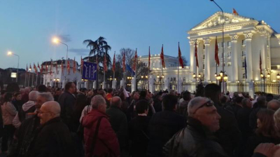 Macedonians step up protests against wider use of Albanian language