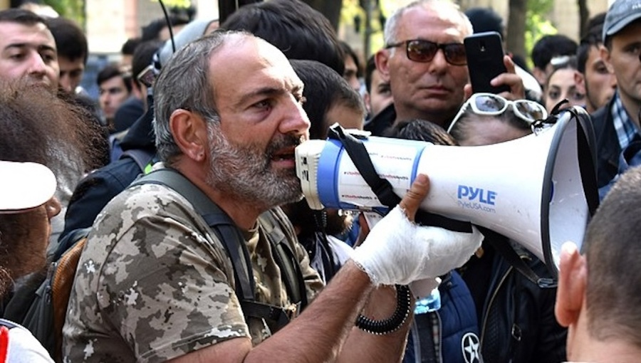 Bne Intellinews Mass Protest Outside Armenian Parliament As Mps