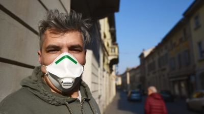 Czech authorities impose price caps on face masks, ban exports