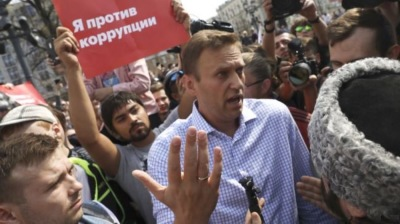 Doctors deny Navalny poisoned, but refuse to let him leave