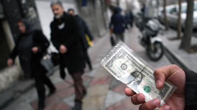 Iranian rial continues comeback against dollar