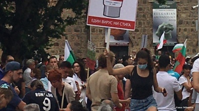 Demonstrators block roads, set up protest camp in Bulgarian capital