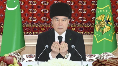 Turkmenistan: Berdy, it's cold outside