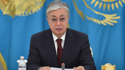 Kazakh tenge plunges to record low as world oil prices flounder