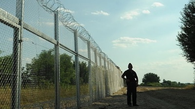 Slovenia opposes Italy's idea to build fence on joint border to prevent migrant influx