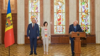 "Moldovan president seeks pro-EU parties' support against ""oligarchs"""