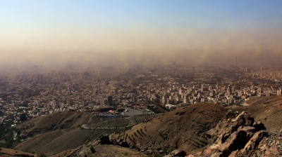 Tehran grinds to a halt as winter smog sets in