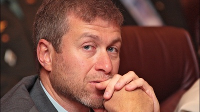 Russian tycoon Abramovich cuts stake in main TV channel, said to sell Chelsea football club