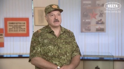 Lukashenko warns of war, closes the Western borders… not