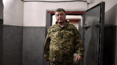 Poroshenko ambushed over defence sector corruption