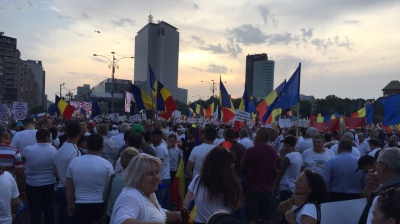 Romania's ruling PSD stages 200,000 strong protest in Bucharest