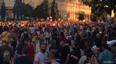 Protests in Bulgaria escalate with police violence, clashes among rival groups
