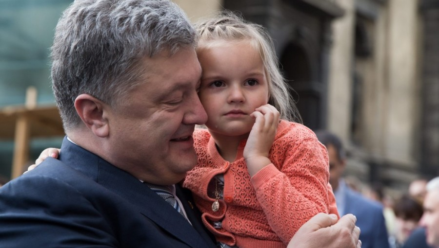 """Ukrainian Papers"" massive business data leak embroils Poroshenko in a new corruption scandal 